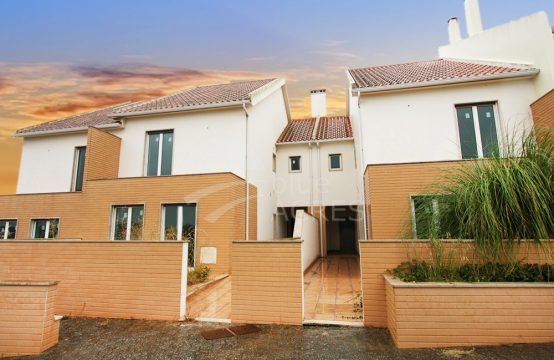 3001 | Plot with 3 unfinished houses in S. Bernardino, Peniche