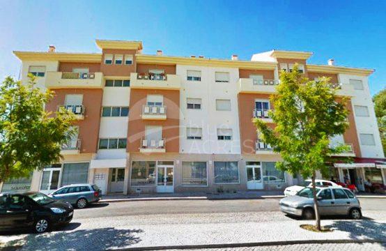 2004 | Apartamento T3, 1º andar, zona tranquila, Caldas da Rainha