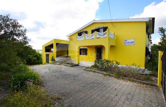 1010 | Moradia de campo com terreno adjacente, na aldeia de Barrocalvo