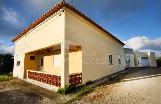 1011 | Moradia T4, com sótão, armazém e terreno a 5 minutos de Óbidos