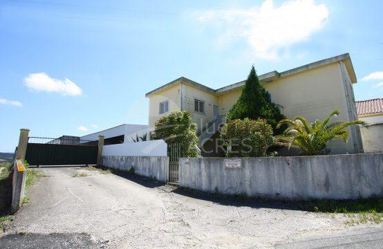 5003 | Propriedade de 6.600m2, com armazém e moradia e escritórios, Bombarral