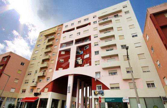 2011 | Apartamento T2, com vista de mar, 5º andar, Peniche