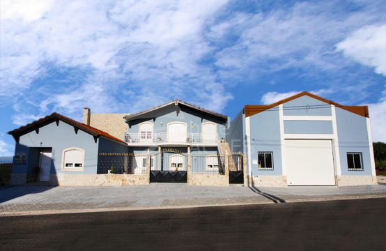 1022 | Semi-new 4 bedroom villa with warehouse, 5 minutes from Óbidos