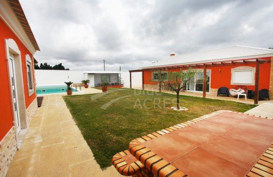 1020 | Moradia térrea T3, com anexo T1, piscina e ginásio, Óbidos