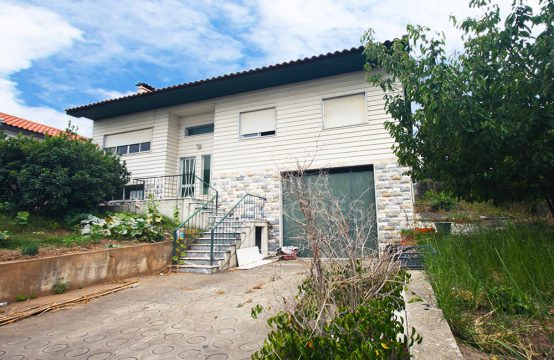 1024 | Moradia isolada T3, garagem, sótão e logradouro, em Bombarral