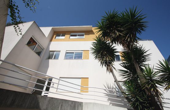 2013 | 1 bedroom apartment with terraces, parking and storage, Bombarral