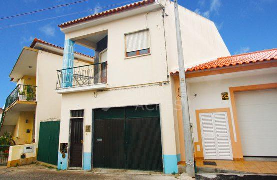 1027 | Moradia T2, com 2 pisos, arrecadação e garagem, no Bombarral