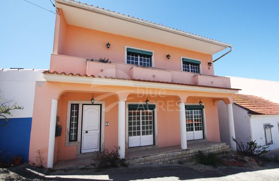 1030 | 3 bedroom villa with patio and garage, in Vale Covo, Bombarral