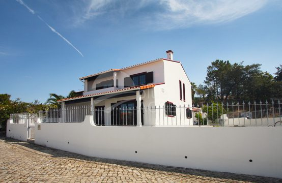 0001 | 4 bedrooms semi-detached house, with annex, as new, in Óbidos