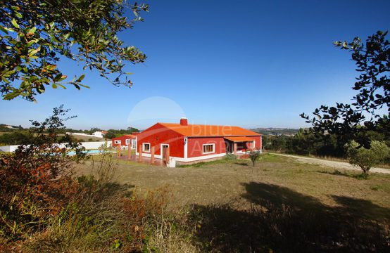 1033 | Small farm of 2.48ha, with vineyard in quiet location, in Vermelha