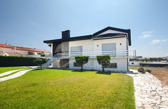 1032 | Detached 4 bedrooms house, with attachment and large land, in Bombarral