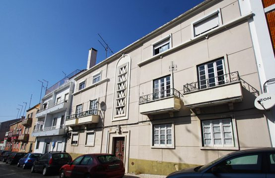 2017 | 2 bedroom apartment, refurbished, second floor, Caldas da Rainha