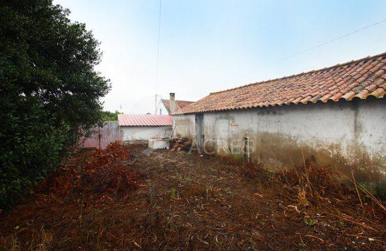 1034 | Propriedade no campo, com moradia, armazém e anexo, Salir de Matos