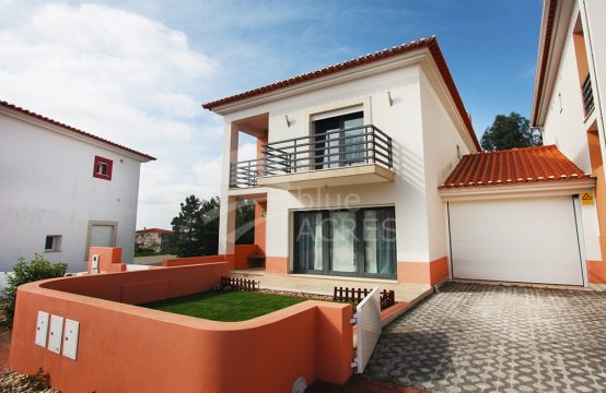 1035 | 3 bedroom villa, ready to live, in condominium, 5 minutes from Óbidos
