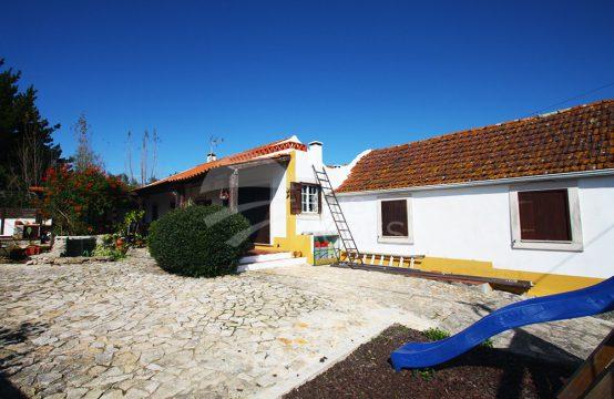 1039 | Alojamento local, a 20 minutos das praias, em funcionamento, Fontelas