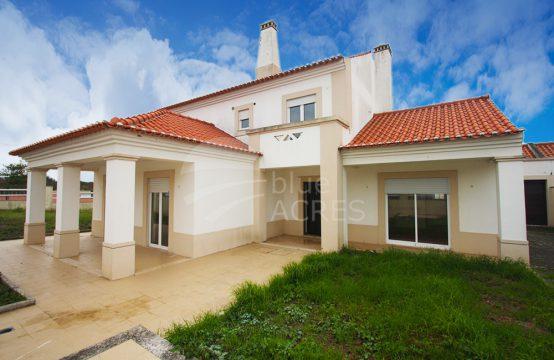 1036 | Moradia T4, com garagem e logradouro, em Vale Covo, Bombarral