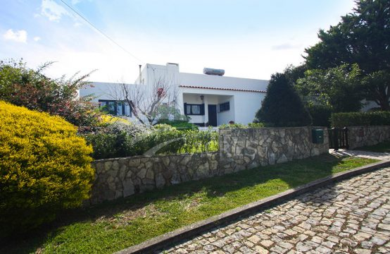 1038 | Urban property with a 4 bedrooms villa, between Óbidos and Caldas da Rainha