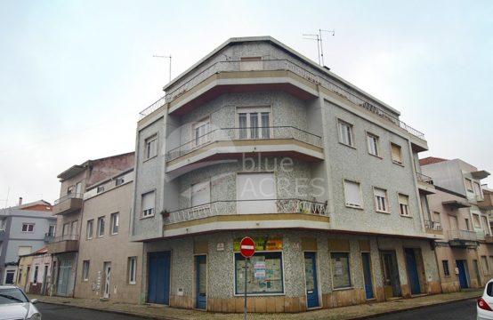 2021 | Apartamento T2, com varanda, para remodelar, Caldas da Rainha
