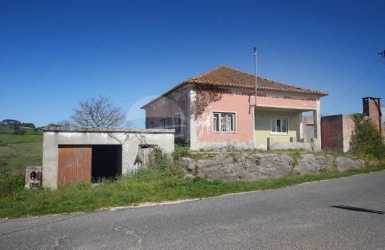 1056 | Moradia T3 para recuperar, com terreno e garagem, Barrantes