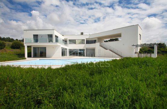 1075 | Moradia T4, moderna, em localização privilegiada, Sobral da Lagoa