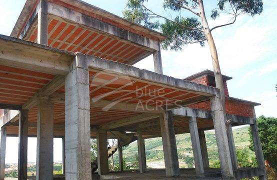 5014 | Propriedade em construção, moradia T6 e capela sec. XVI, Campo Real, Torres Vedras