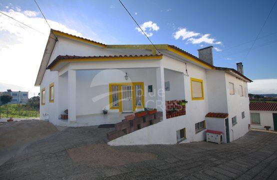 1088 | Moradia T6 e anexo T1 com garagem, Qta. da Marquesa, Óbidos