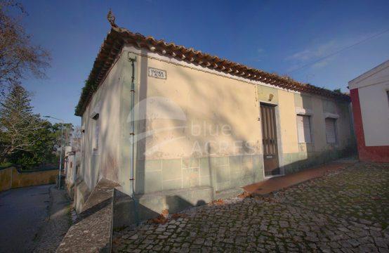 1087 | Pequena moradia T3, com garagem, logradouro e anexo, Gaeiras
