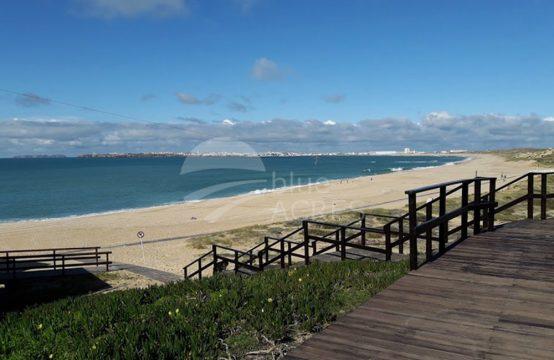 2033 | Apartamento T2, pronto a habitar, a 100m da praia da Consolação