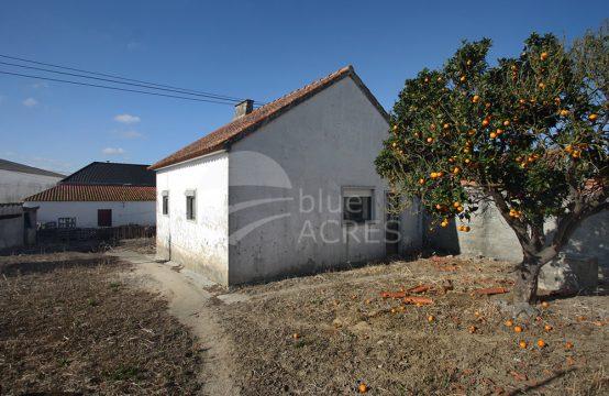 1105 | Pequena moradia T1, no centro da aldeia de Delgada, Bombarral