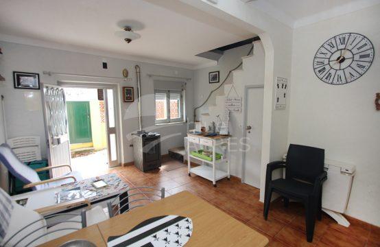 1109 | Pequena moradia T1, pronta a habitar, em Alfeizerão