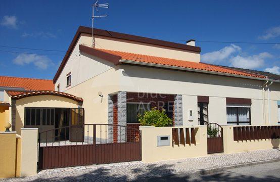1110 | Moradia T4, com garagem, anexo e logradouro, Atouguia da Baleia