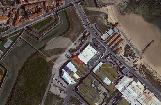4012 | Armazém com 541m² de implantação, à entrada da cidade de Peniche
