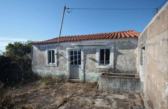 1114 | Pequena moradia para reconstrução total, Gracieira, Óbidos