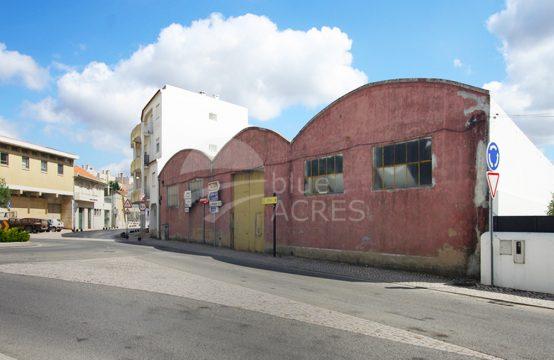 4013 | Armazém de quase 1.500m², no centro da vila de Bombarral